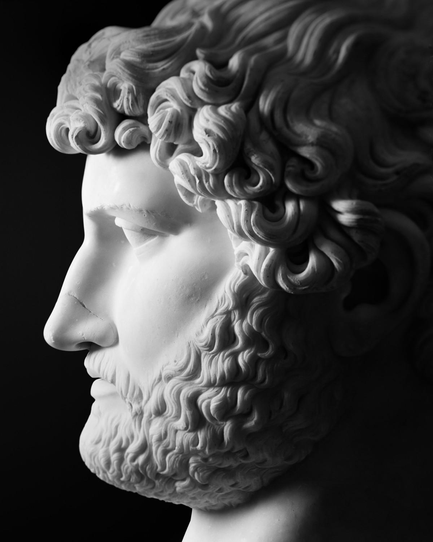 Het hoofd van keizer Hadrianus (117-138 n.Chr.) behoorde toe aan de serie van 5m hoge standbeelden uit de grote hal van de Romeinse Thermen © Bruno Vandermeulen, Danny Veys & Sagalassos Project