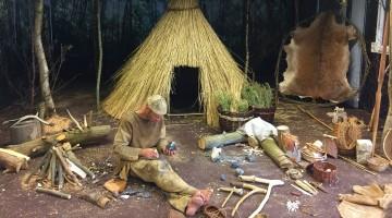 Een jager-verzamelaar in een kampplaats uit het mesolithicum © BAAC Vlaanderen