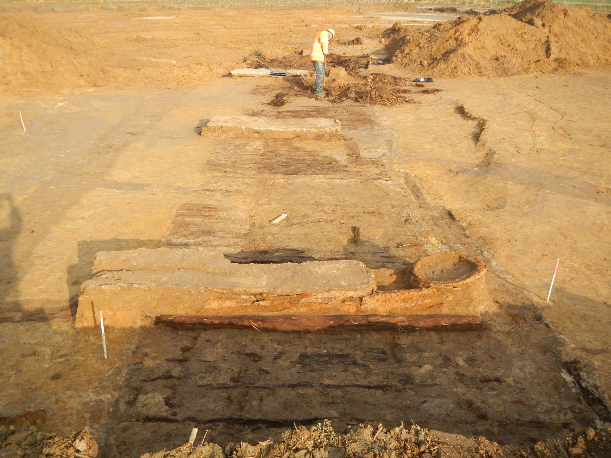 De archeologen vonden niet één, maar verschillende shelters na elkaar. Elk werd uitvoerig onderzocht en digitaal vastgelegd voor verder onderzoek. (Middelstraat in Zuidschote)
