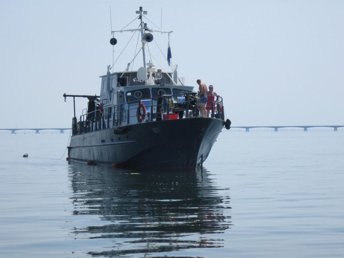De boot van het Nehalennia Archeologisch Duikteam klaar voor de actie © Sven Van Haelst